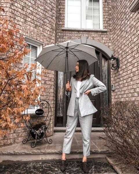 Swayer @laurranel in grey suit with umbrella