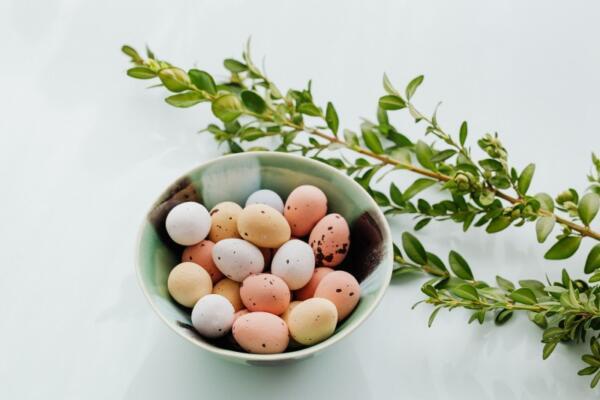 Pastel easter eggs in bowl